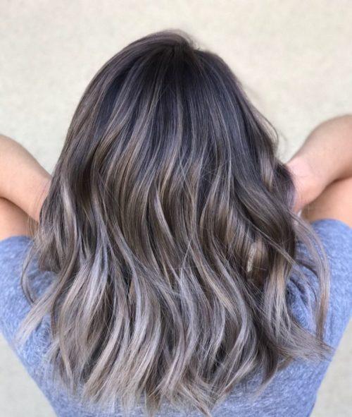بالیاژ چیست؟ جدیدترین مدل های بالیاژ روی موهای مشکی